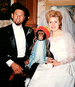 Davis-chimp-family