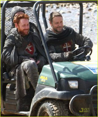 Robin_hood_set_photo_scott_grimes_russell_crowe_01