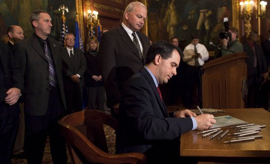 Scott_Walker_bill_signing