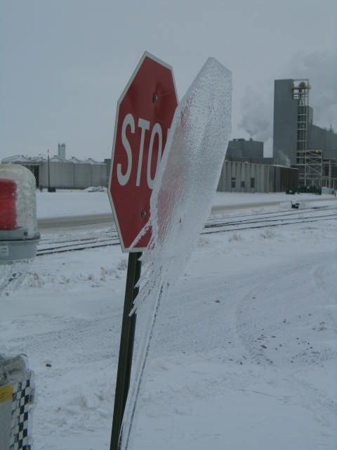 Frozen_stop_sign